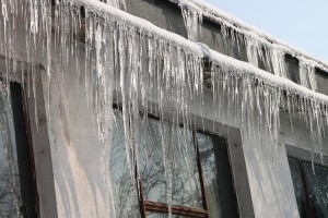 cold-icicles-house
